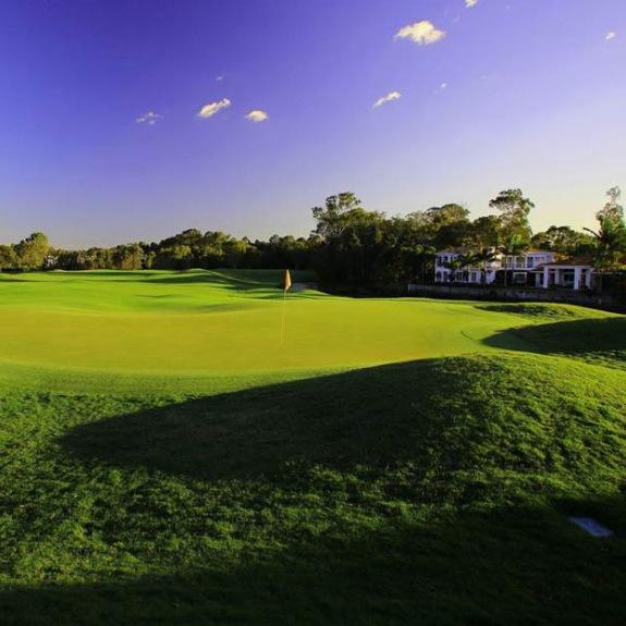 Twin Waters Golf Club (member intro green fee payable)